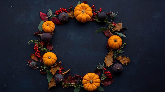 Autumn Pumpkin Leaf Wreath
